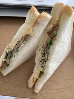 照焼チキンと野菜サンド.jpg